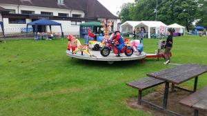 Kids Roundabout before parade arrives
